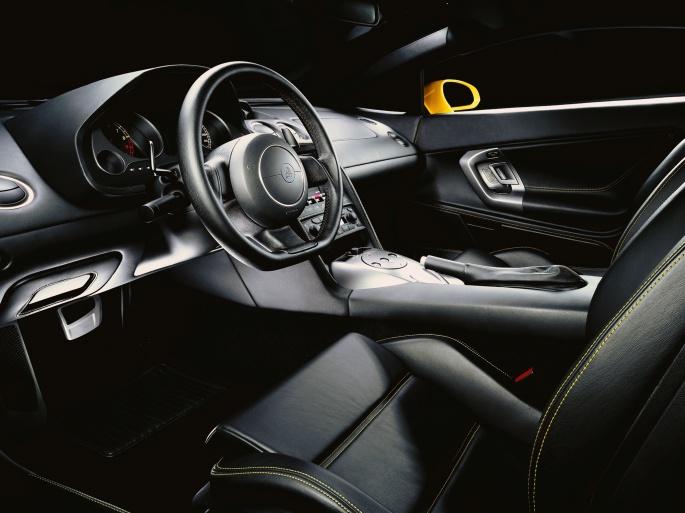 Интерьер автомобиля Lamborghini (33 обоев)