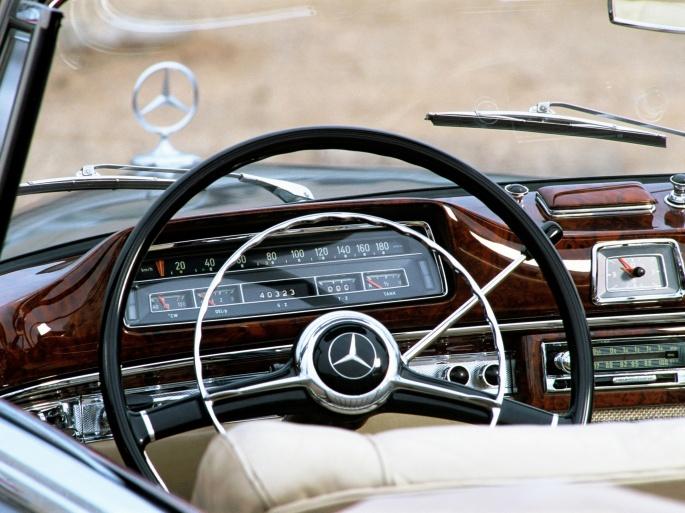 Интерьер автомобиля Mercedes (112 обоев)