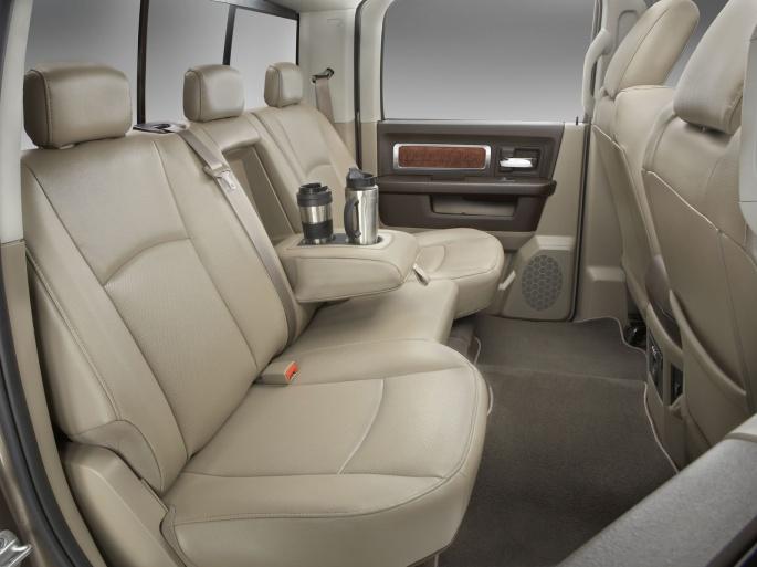 Интерьер автомобиля Dodge (117 обоев)