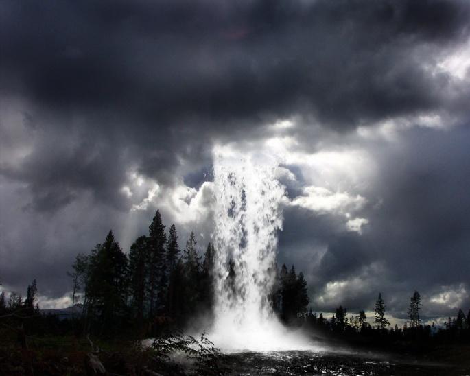 Вода на планете (19 обоев)