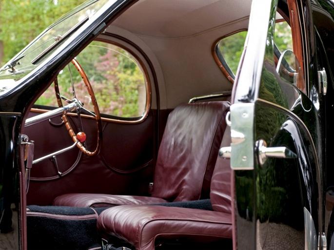 Интерьер автомобиля Bugatti (19 обоев)