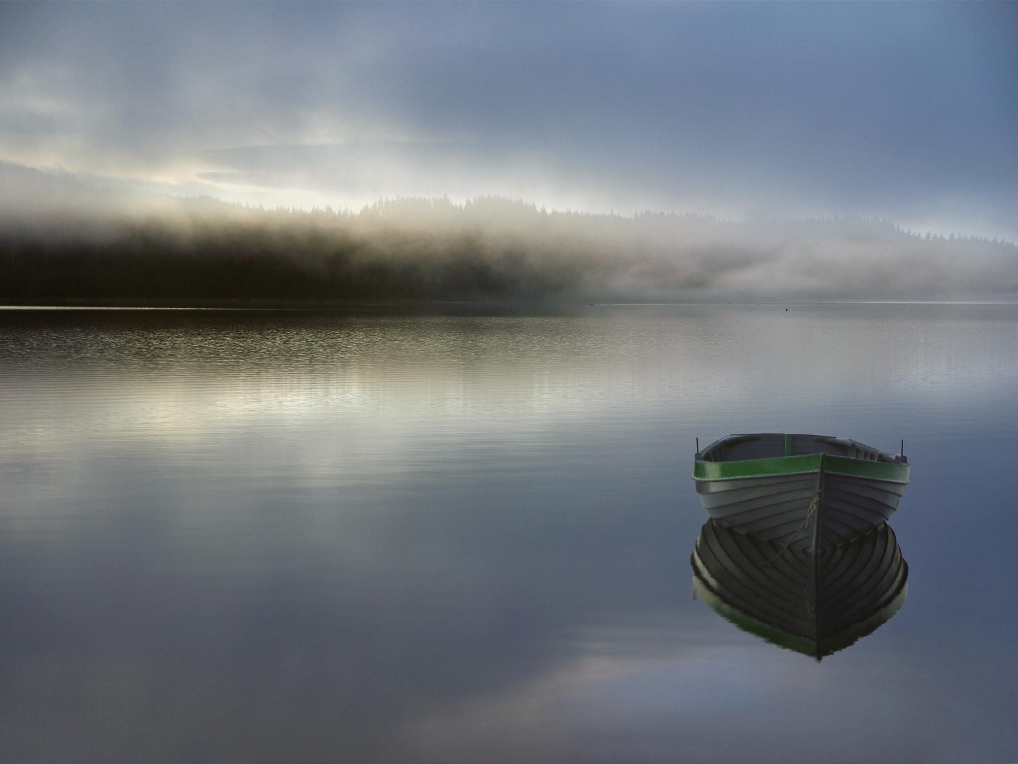 1920x1080 лодка, озеро, туман, холмы обои full hd, hdtv, fhd, 1080p