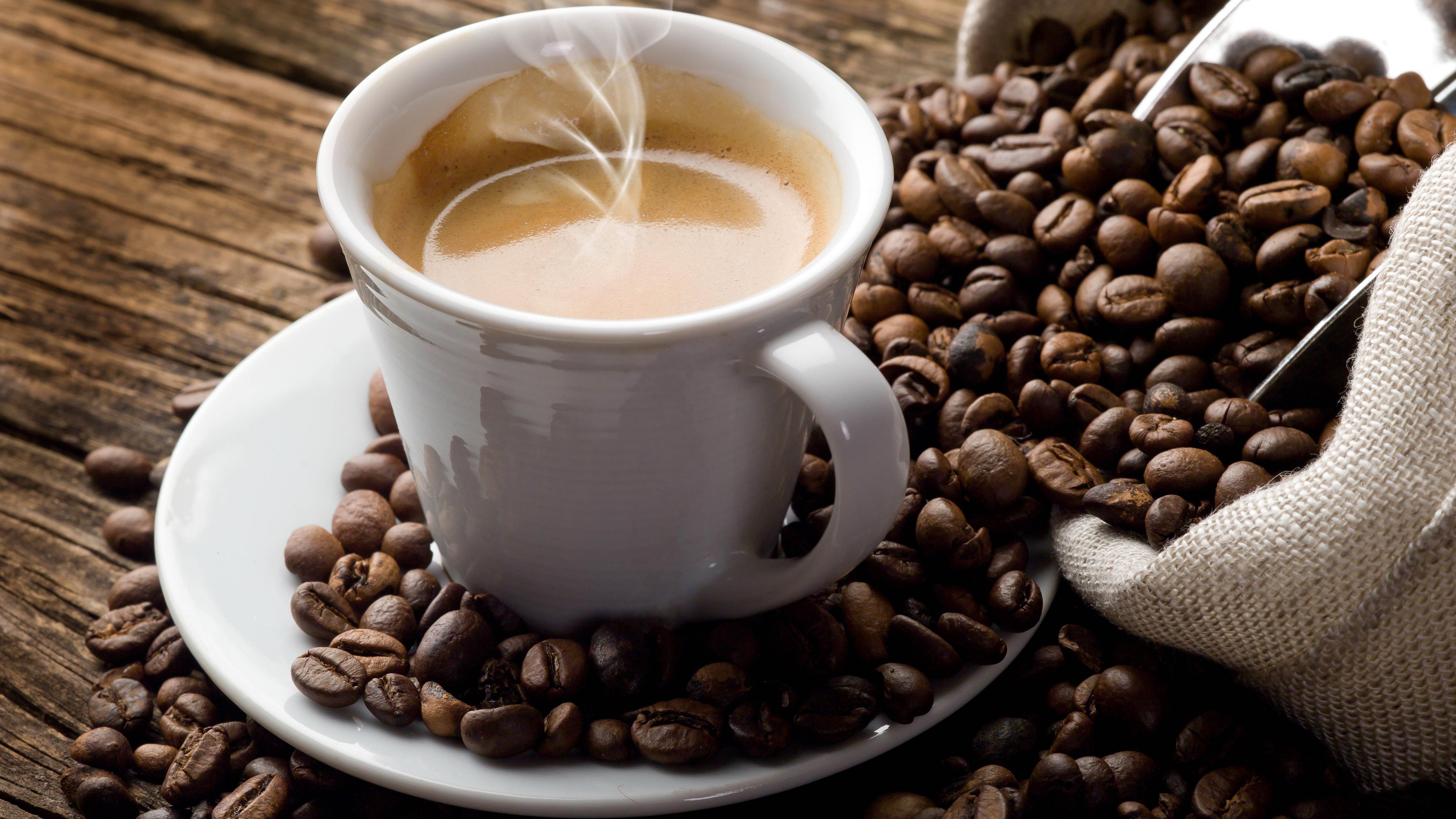 Кофе на рабочем столе фото